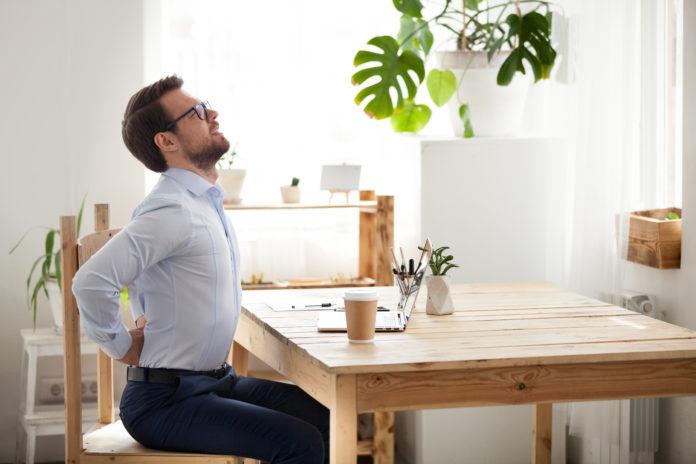 dores nas costas durante o home office